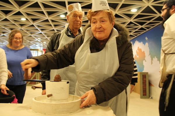 Grinding flour for matzah